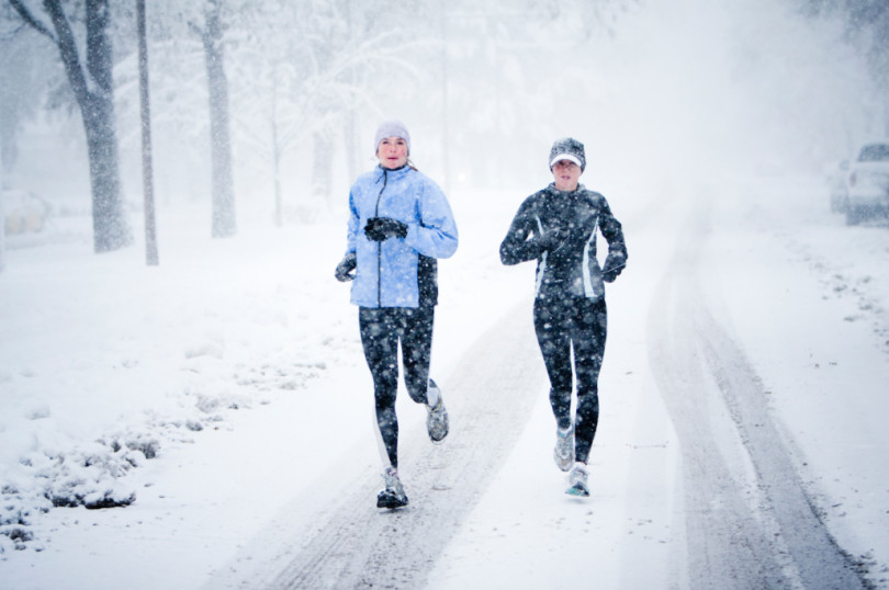 to damer løper